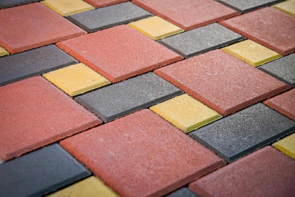 Укладка квадратной плитки и кирпичиком