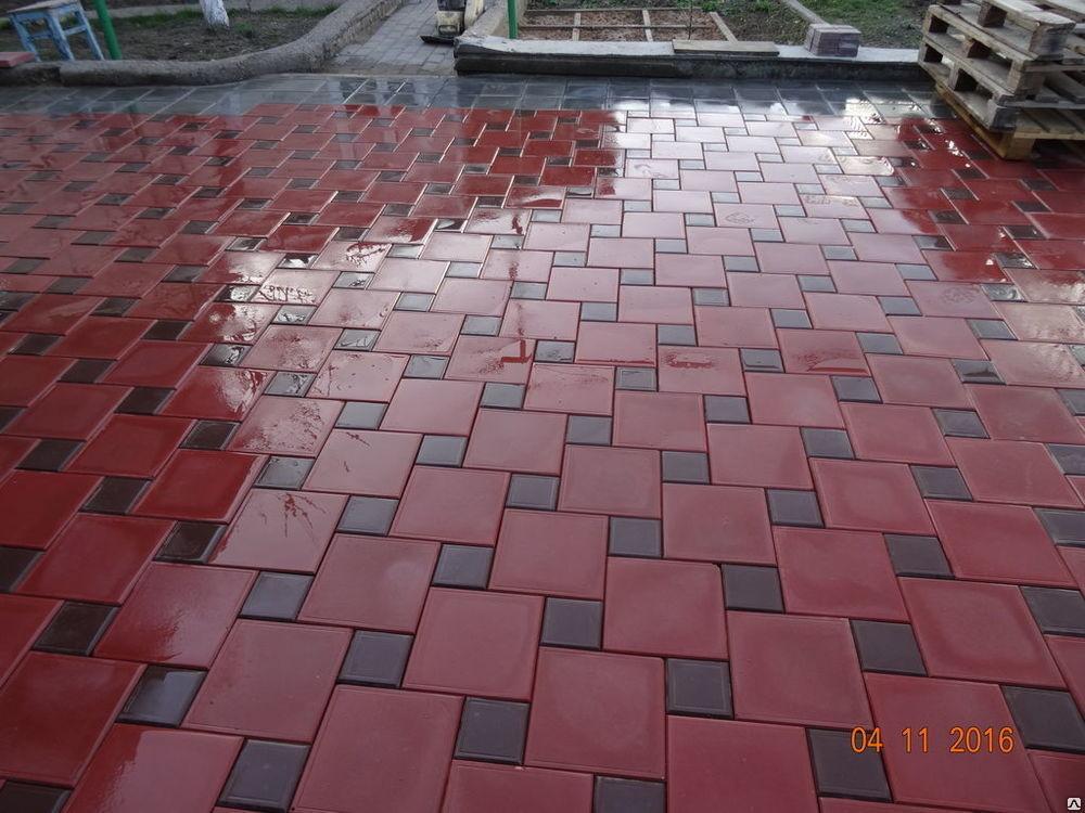 Красная квадратная тротуарная плитка